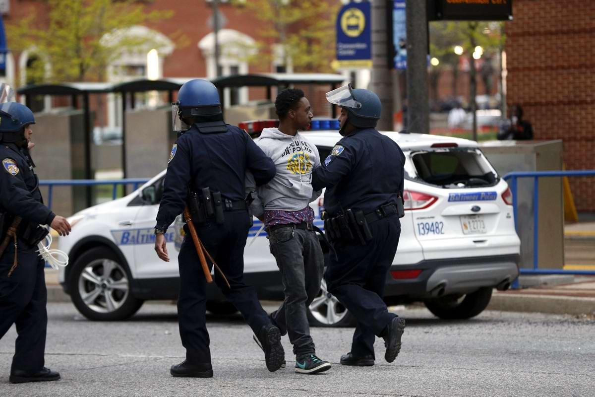 Конец полицейскому государству: Массовые протесты и уличные погромы в Балтиморе (США) (60)