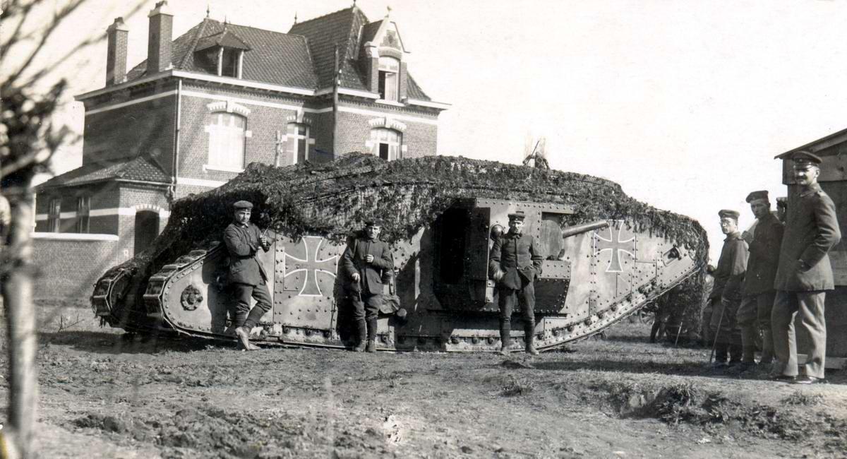 Трофейный британский танк Mark IV, использовавшийся германской армией в своих целях