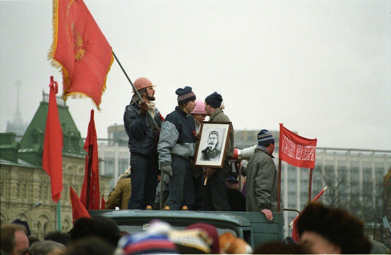 06. Коммунисты в День революции