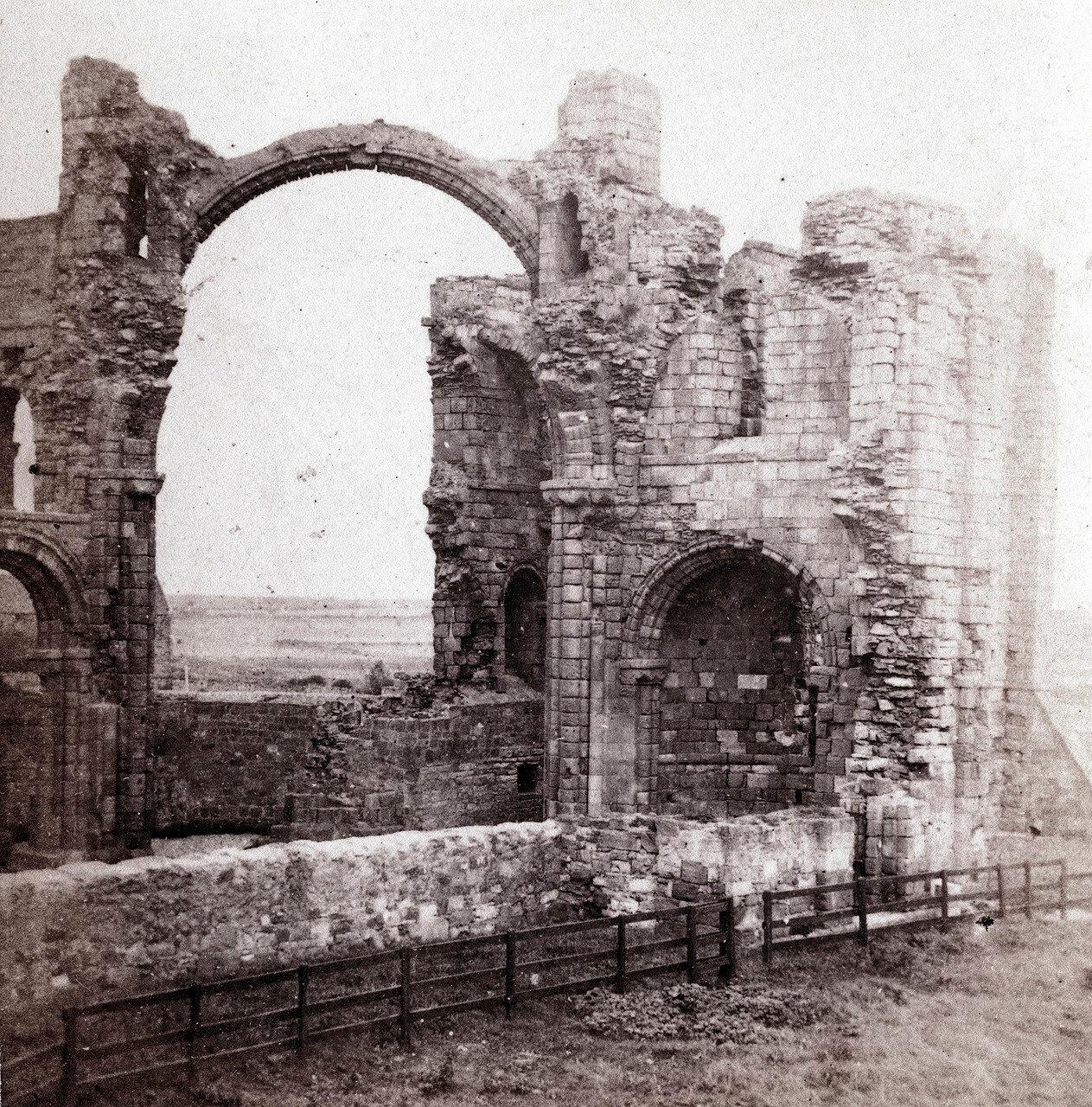 Линдисфарнский замок, Радужная арка. Великобритания, 1864