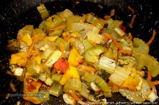 Овощи тушеные в пикантном соусе