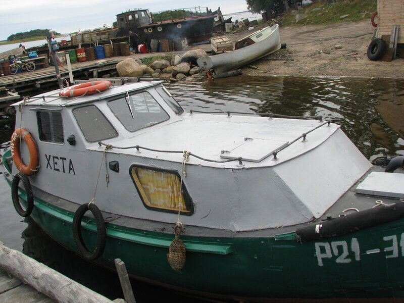 карбас  в Соловках на причале Хета