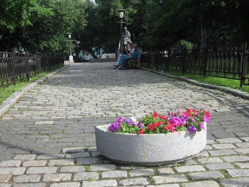 Сквер на площади Покровских ворот