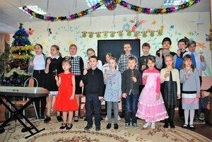 Воспитанники воскресной школы посетили одиноких пенсионеров