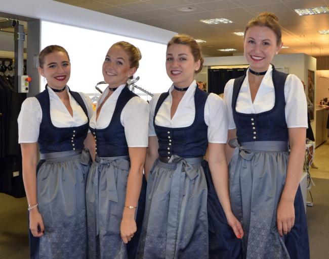 © lufthansaNews/Twitter     Обычно форма бортпроводников Lufthansa ничем неотличается от