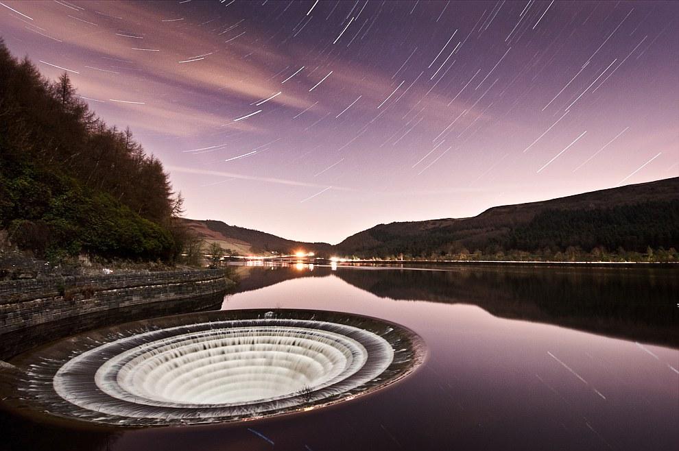 Еще несколько фотографий водохранилища Ледибауэр в в английском графстве Дербишир. (Фото Anik Messie