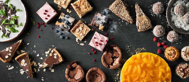 Кремовые пирожные едят специальной вилкой или чайной ложкой. А вот миндальные, ореховые,