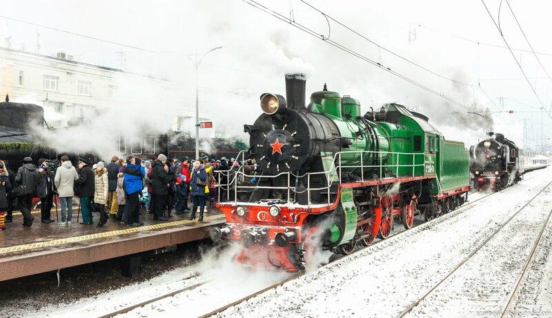 Прибытие поезда на вокзал города...