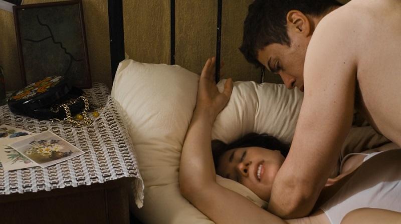 мужик трахает сестер порно фото