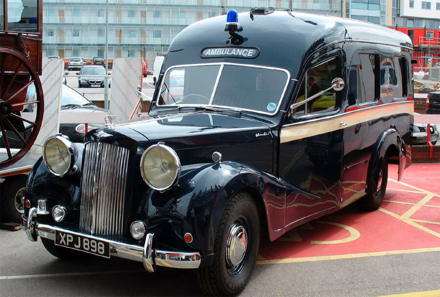 Austin Sheerline A125 ambulance from the early 1950's.jpg
