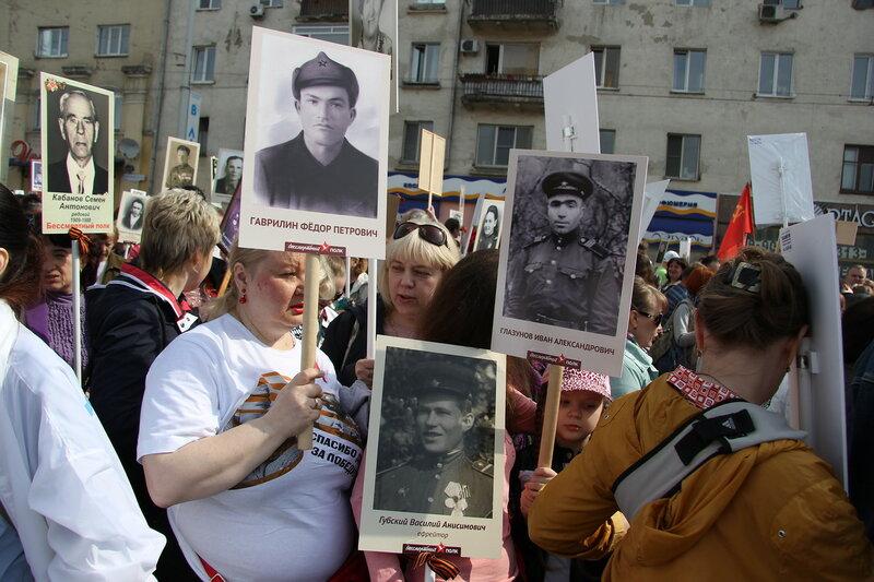 Бессмертный полк в Омске 9 мая 2015
