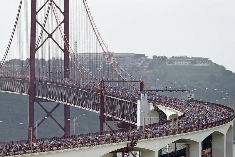 37 тысяч марафонцев на мосту в Лиссабоне