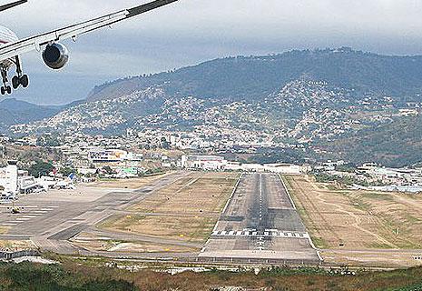 ТОП Самые опасные аэропорты мира (фото 26)