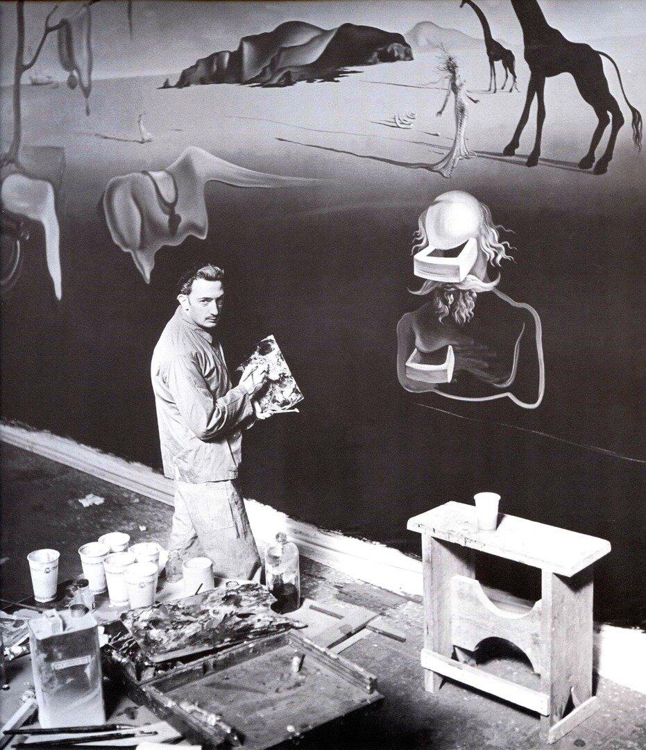 1939. Сальвадор Дали в своей студии