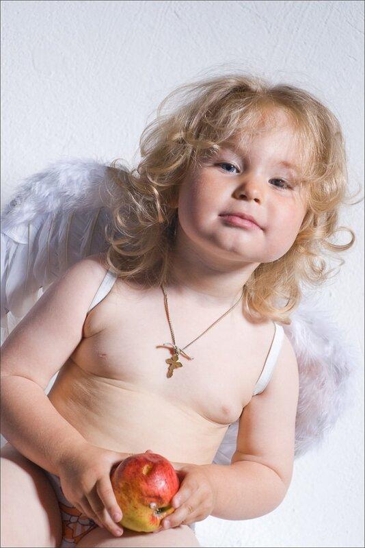 Маленькая Эльвира. Профессиональное фото для меленьких детей