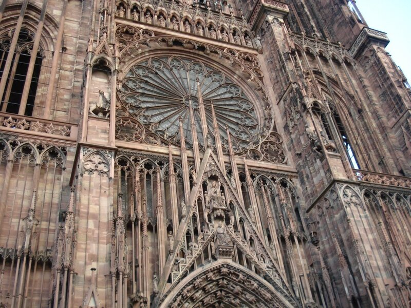 """""""Роза Нотр Дам"""" на фасаде Cathédrale Notre-Dame de Strasbourg(фр)"""