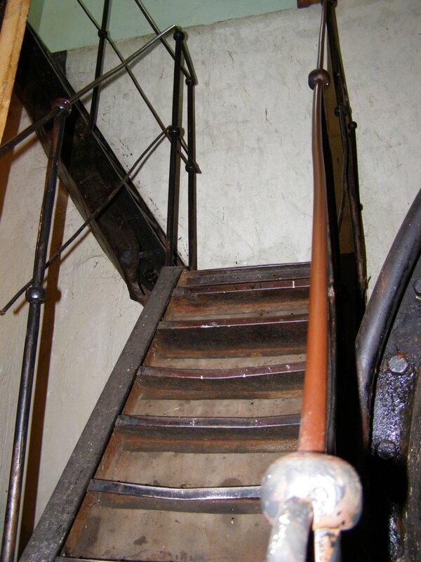Лестница в турбинный зал Чемальской ГЭС