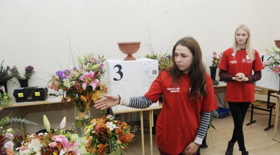 Главу региона Анатолия Артамонова порадовали свадебные букеты «Молодых профессионалов»