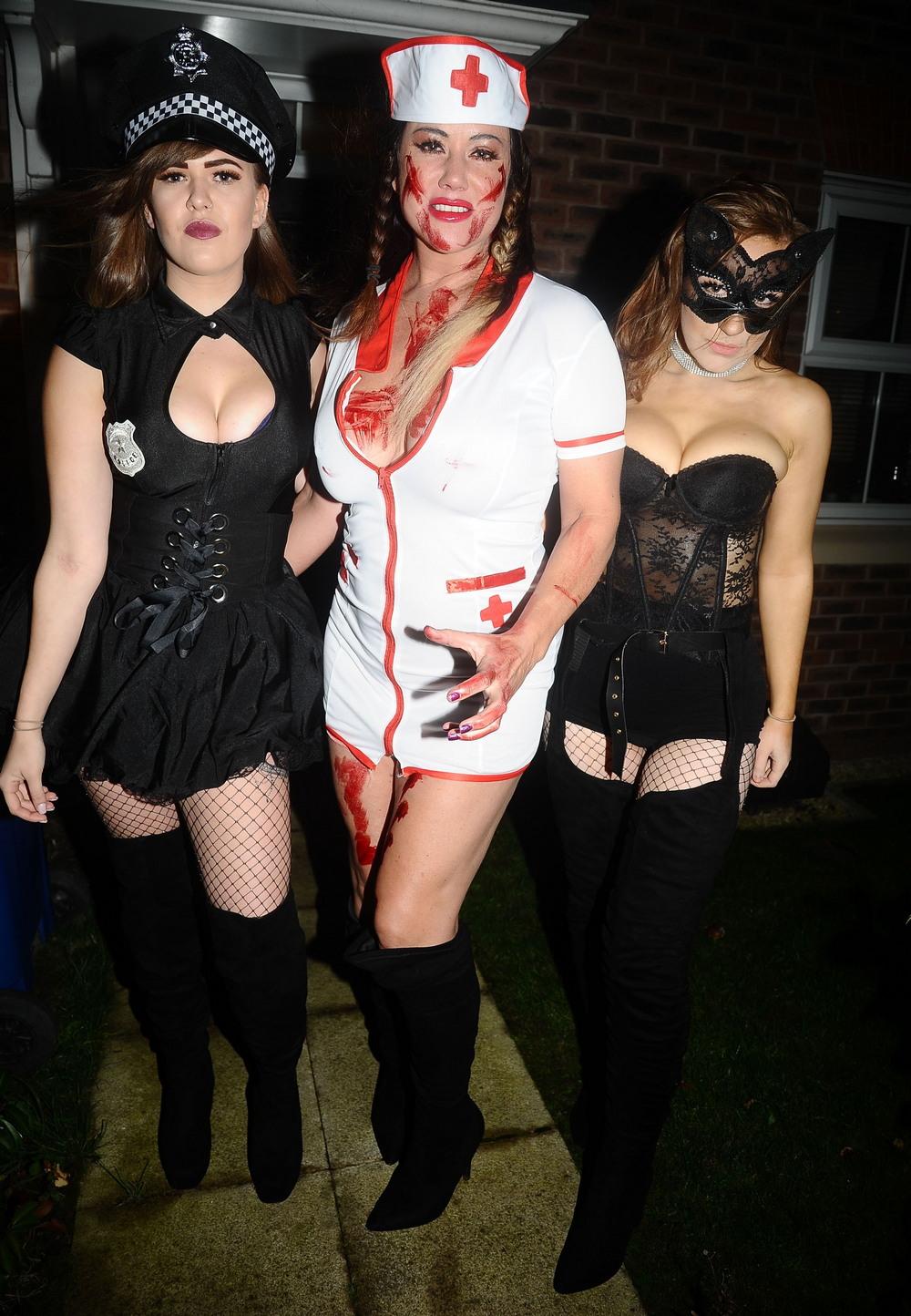 Лиза Эпплтон в костюме медсестры