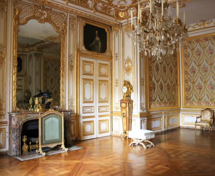 Малые апартаменты Короля в Версале.    Спешное возведение и недостаток средств имели и обратную