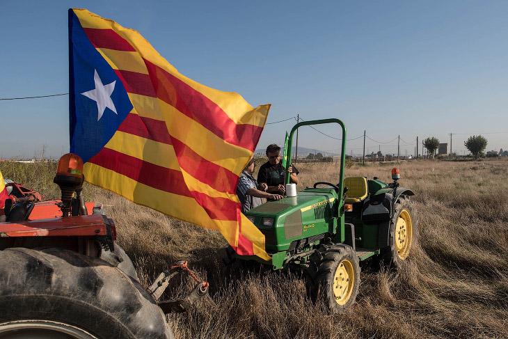 2. Мероприятие сторонников независимости Каталонии пере референдумом. Их много, 29 сентября 2017. (Ф