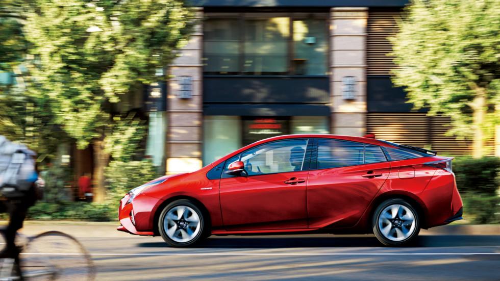 Toyota Prius    Правда, снижение объемов рынка (если в 1990 году был продано 4,4 миллиона автом