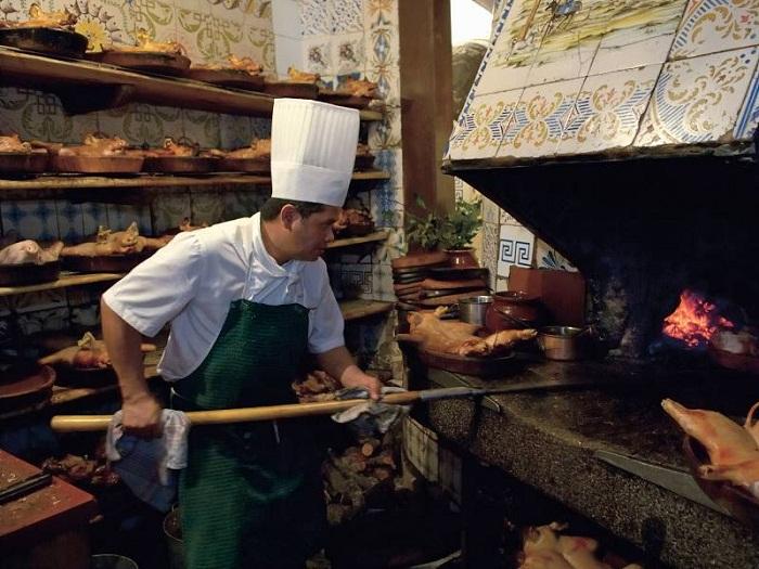 Со слов шеф-повара ресторана, одна из печей сохранилась без изменений на протяжении почти трех веков