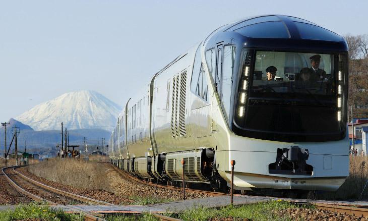 Факты о новом роскошном поезде Японии (9 фото)