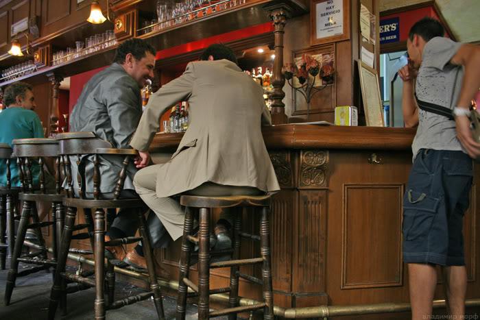 Случай в кафе-баре (2 фото)