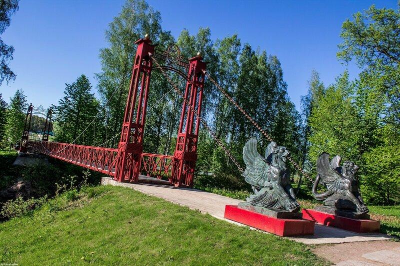 Пешеходный мост с Грифонами (Красный мост)