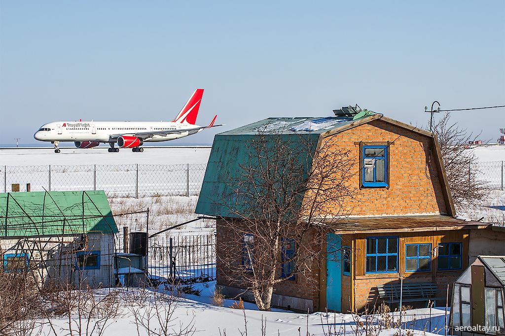 Боинг 757 - чартер Роял флайт в аэропорту Барнаула