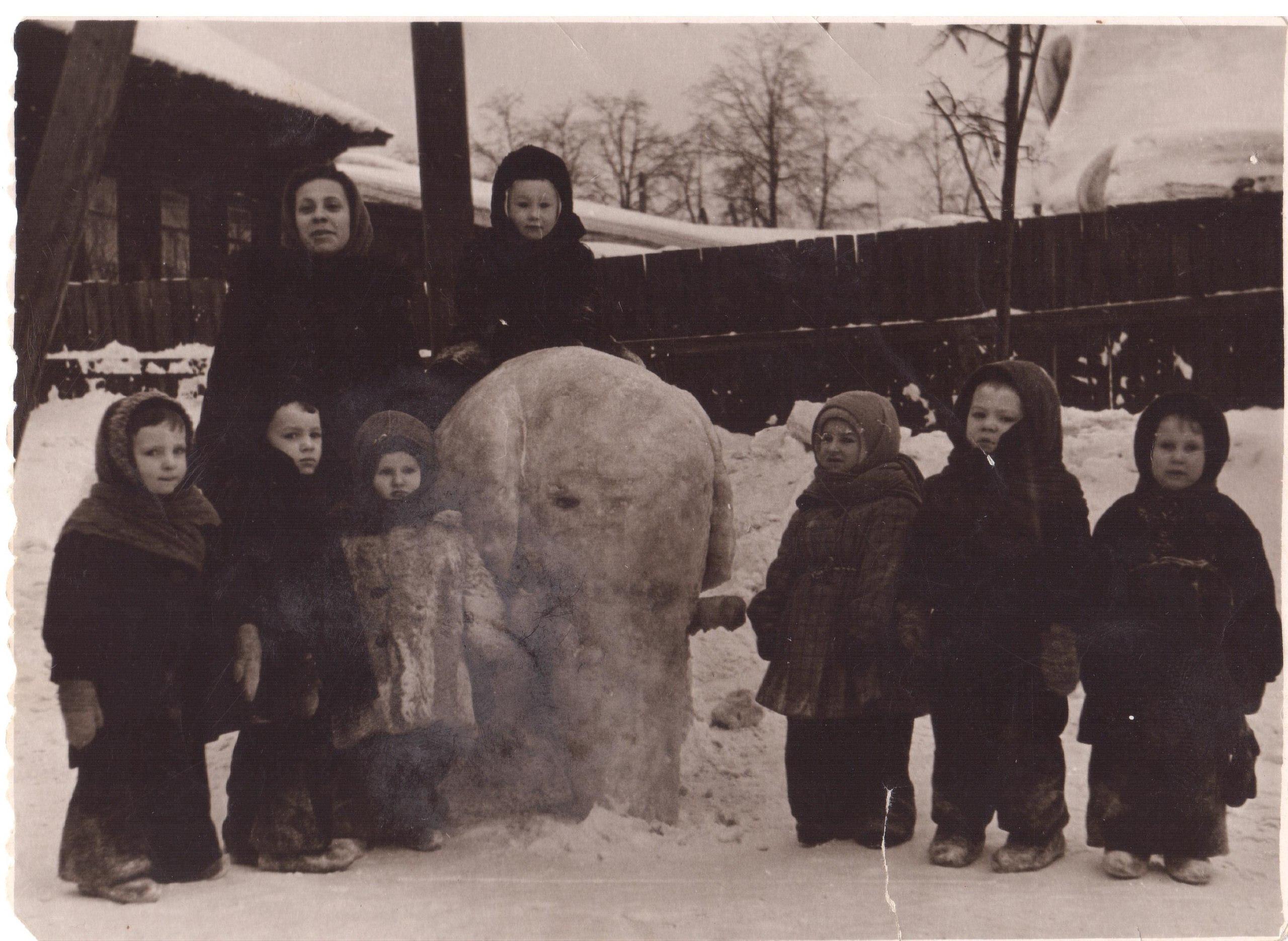 1950-е. Дети на прогулке