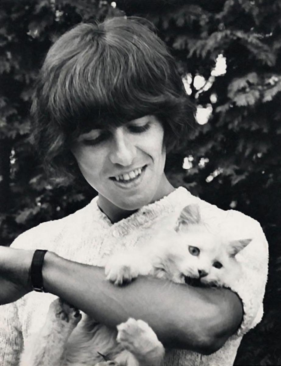 1965. Джордж Харрисон и кошка