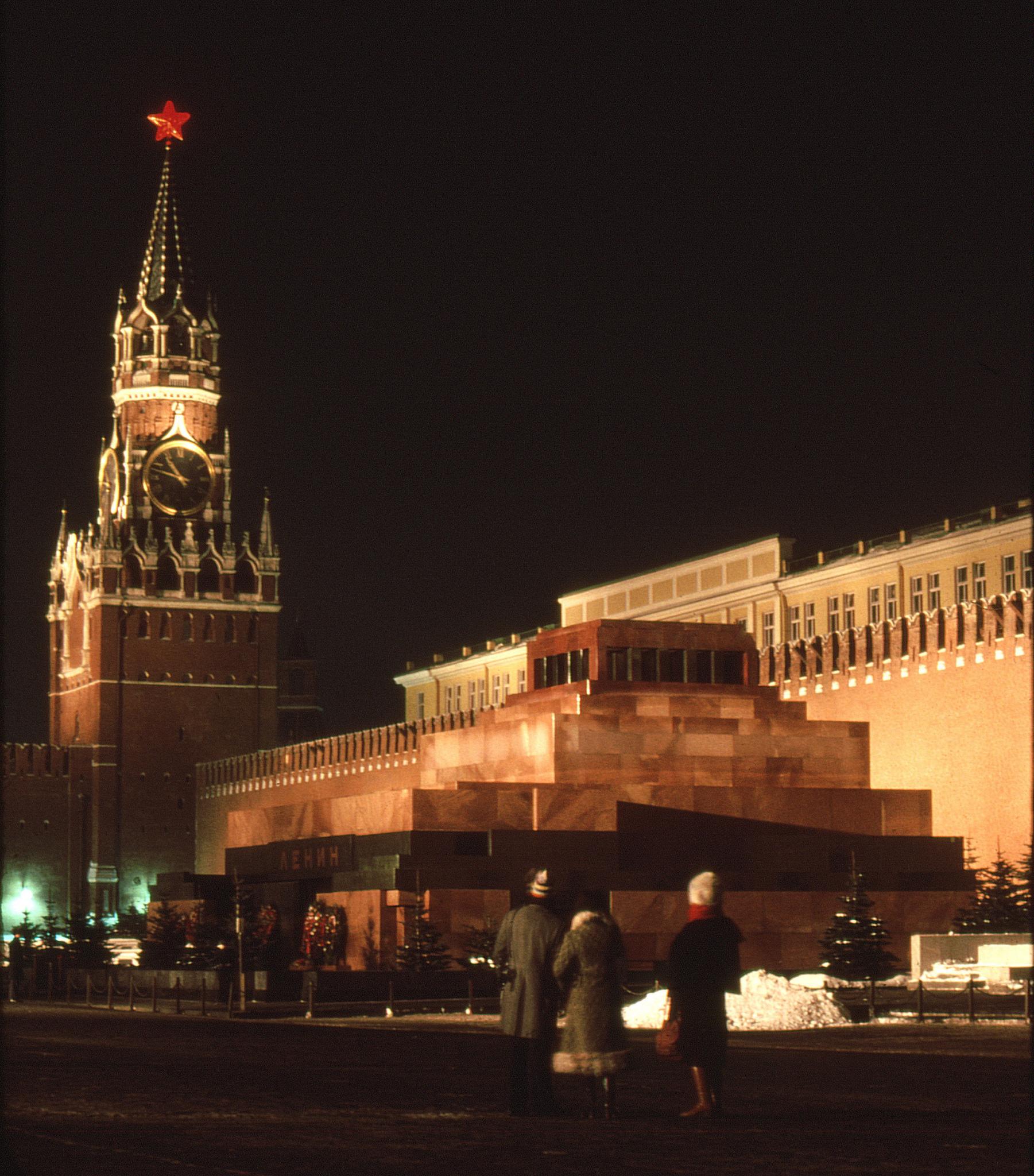 03. Красная площадь ночью