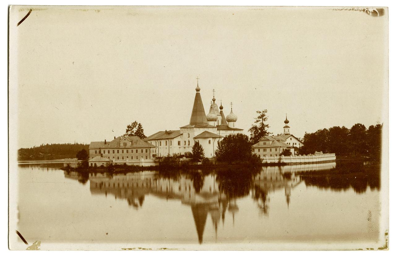Окрестности Холмогор. Вид на Свято-Троицкий Антониево-Сийский мужской монастырь