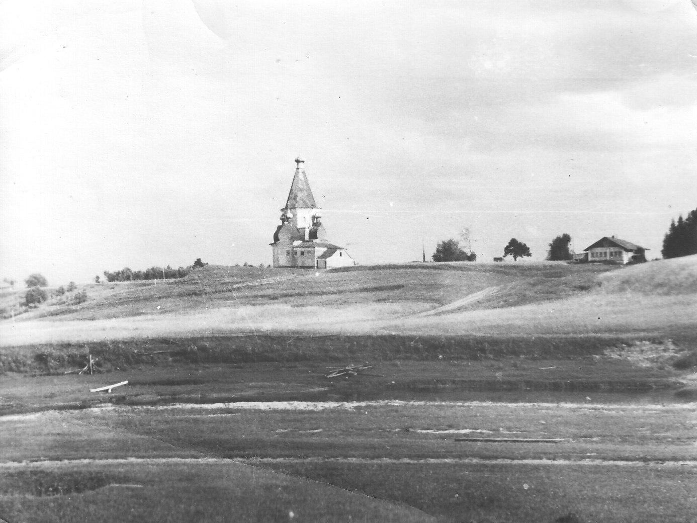 Окрестности Шенкурска. Успенская церковь на погосте Суланда