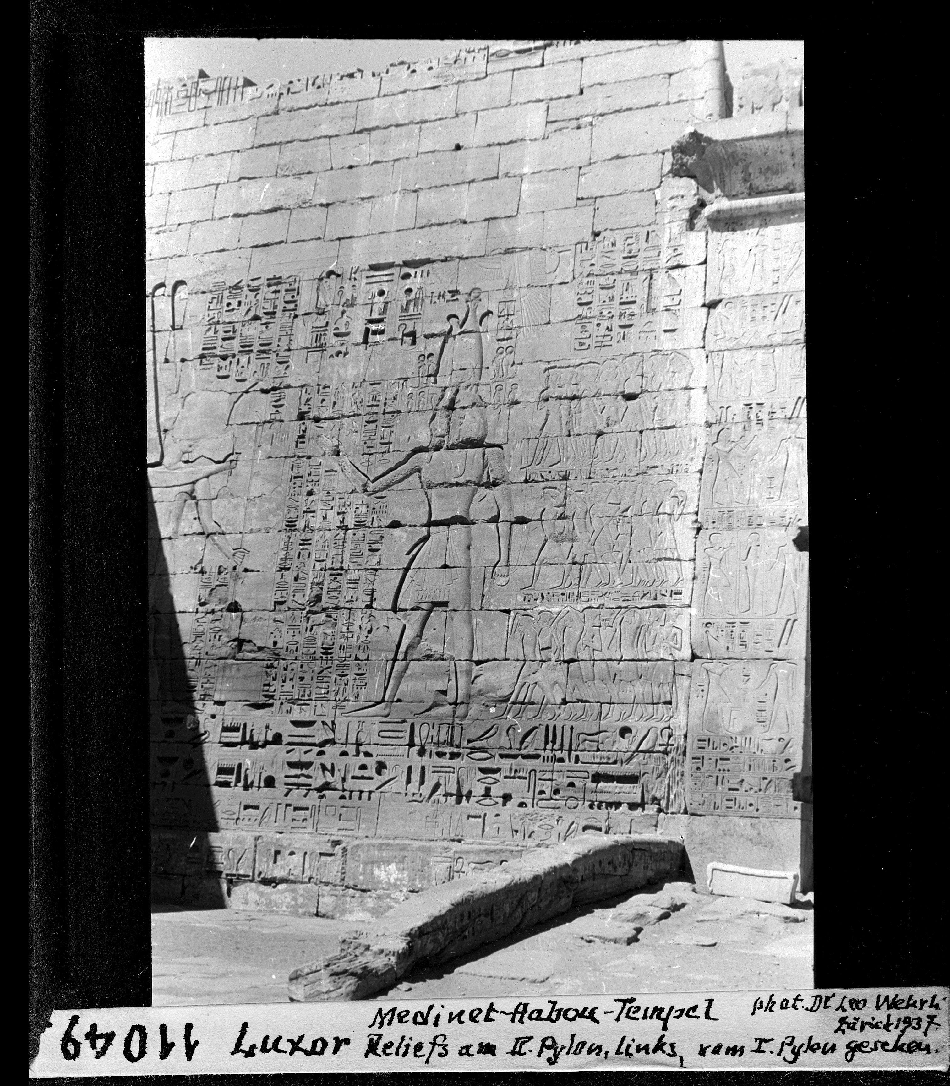 Мединет-Абу. Погребальный храм Рамсеса III. Рельефы на пилоне №II
