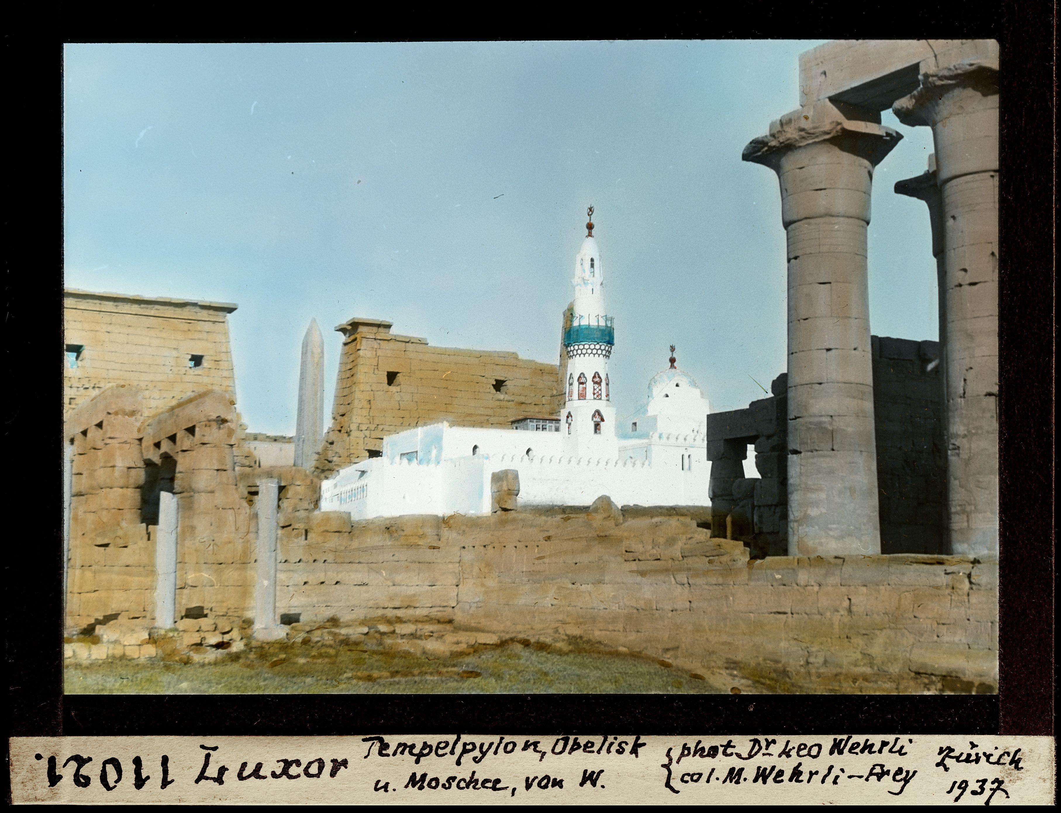 Обелиск и мечеть от луксорского храма