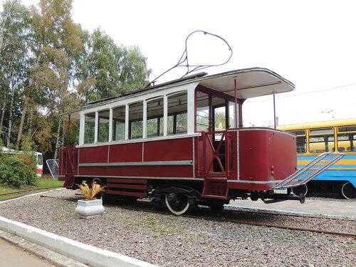 Трамвай из далекого прошлого.