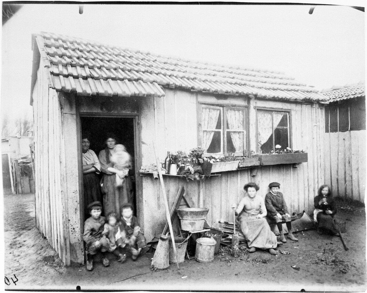 1913. Семейство старьевщиков