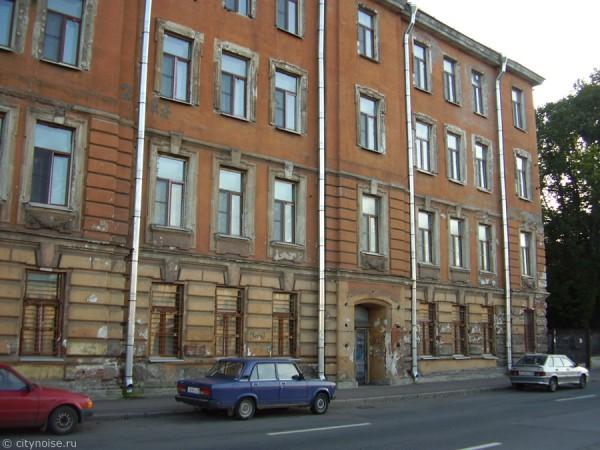 Заброшенное здание на наб. реки Фонтанки, 152