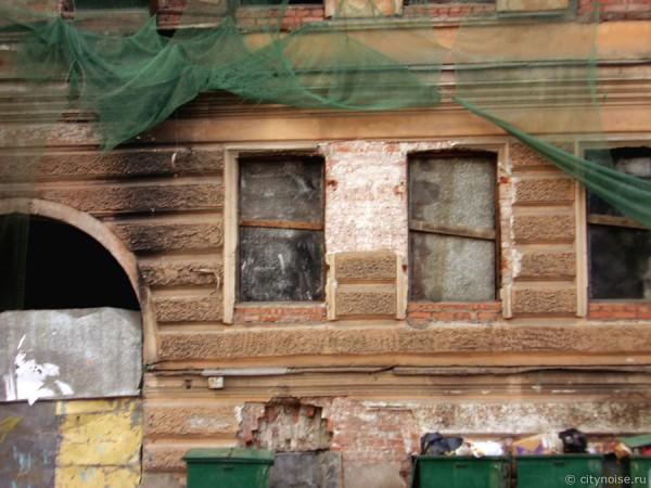 Заброшенное здание на Черняховского, 56