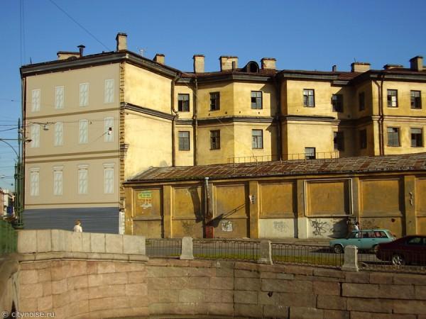 Заброшенный дом на Римского-Корсакова, 22, вид с Грибоедова