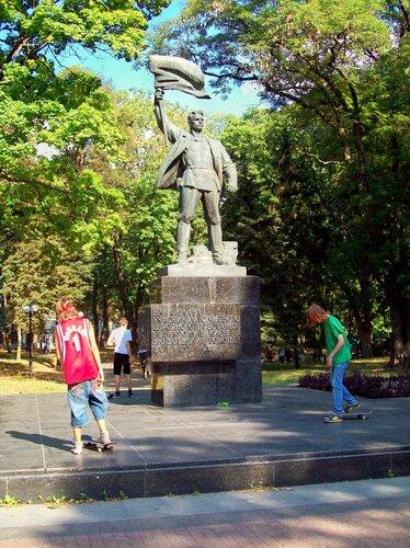 Памятник участникам Январского вооруженного восстания в Киеве