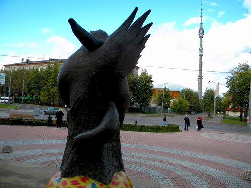 Памятник*
