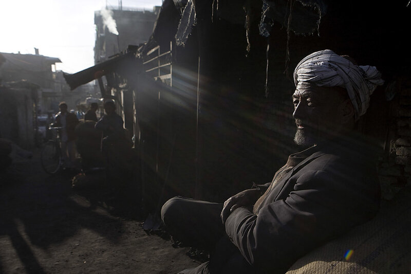 Продавец угля в ожидании клиента