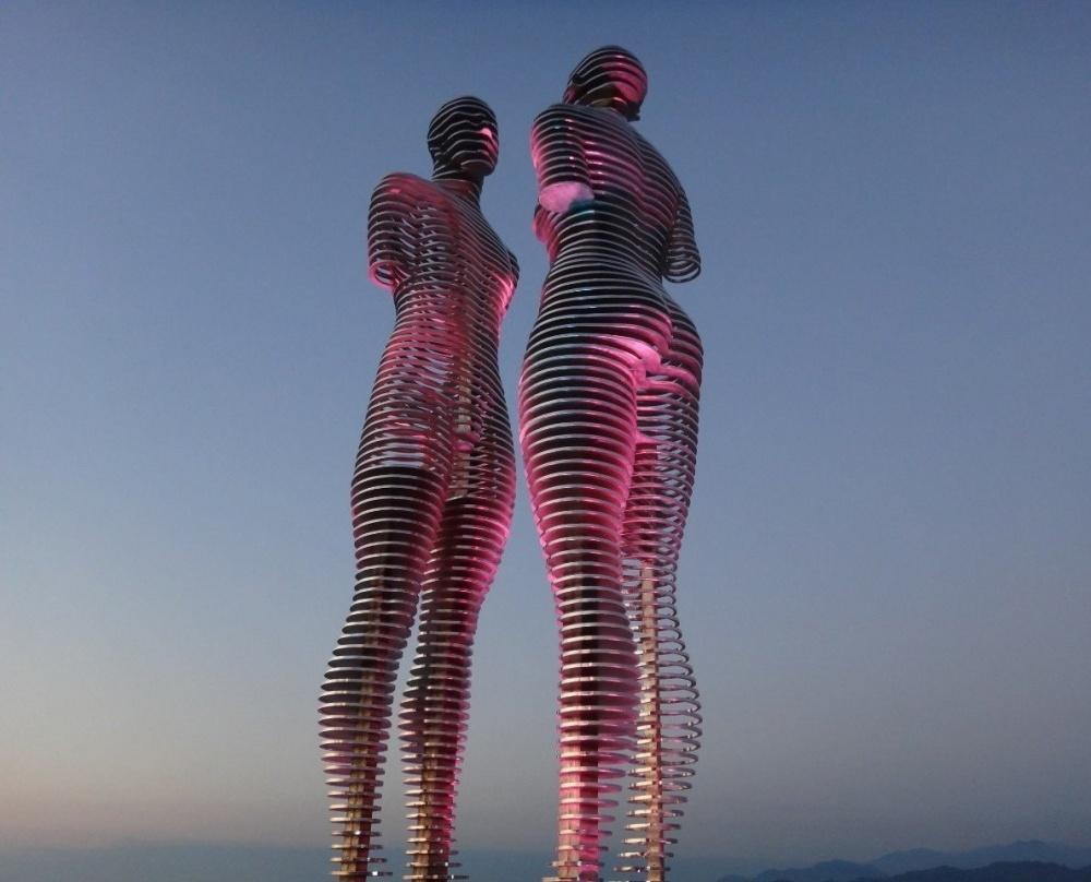 Знаменитая движущаяся скульптура вБатуми.