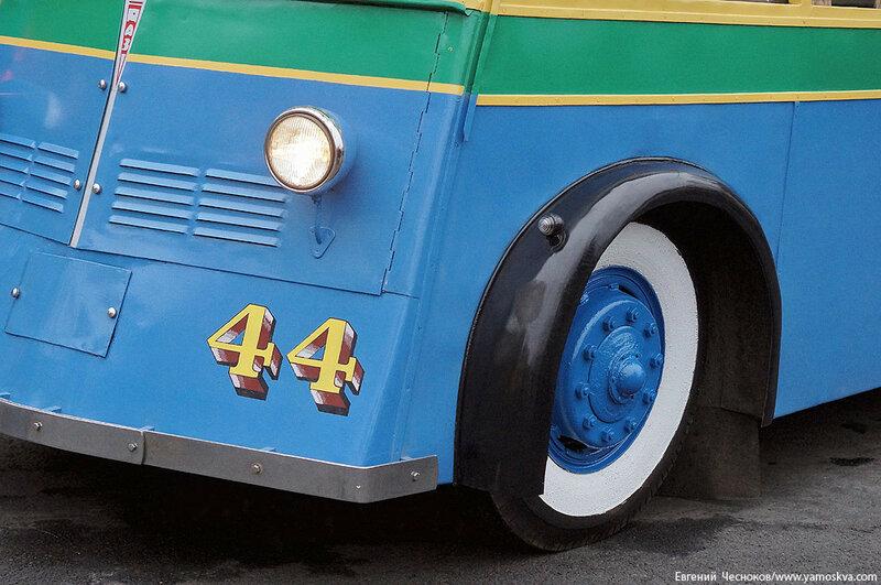Осень. Парад троллейбусов. ЯТБ1. 24.10.15.04..jpg