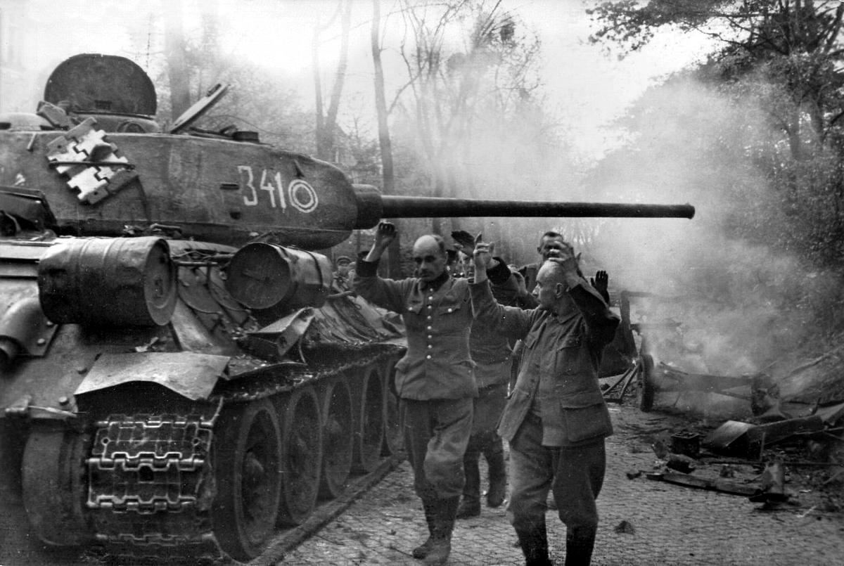 Падение Берлина на фотографиях весны 1945 года (15)