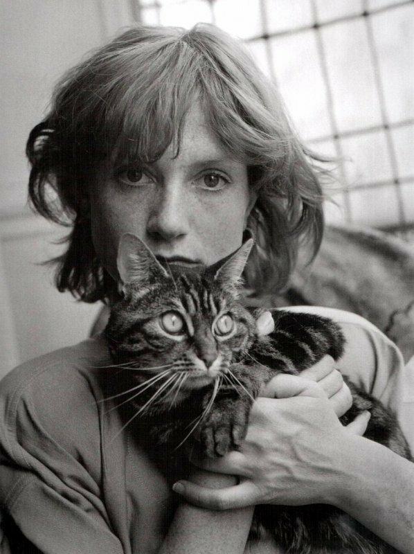 1985. Изабель Юппер с кошкой. Париж